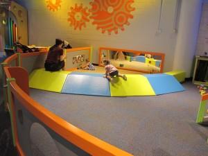 une aire de jeux blog b b montessori. Black Bedroom Furniture Sets. Home Design Ideas