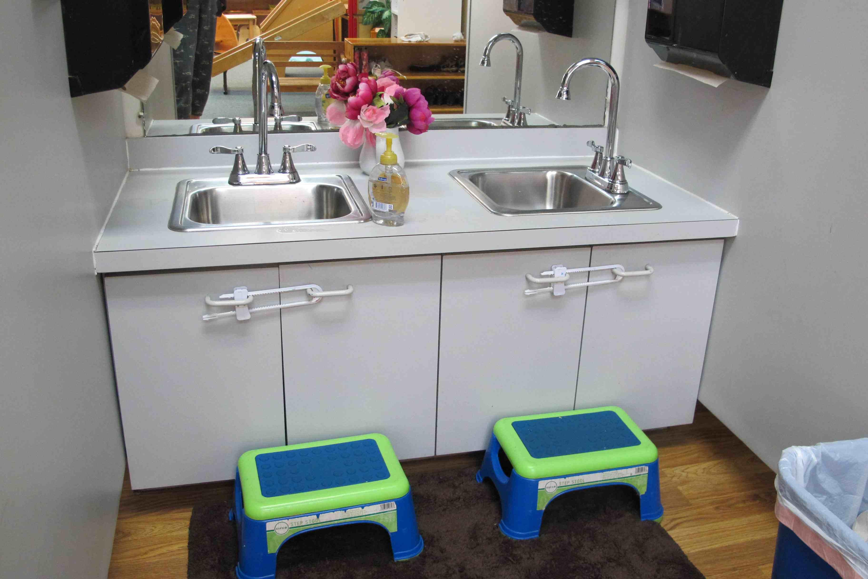 lavabo blog b b montessori. Black Bedroom Furniture Sets. Home Design Ideas